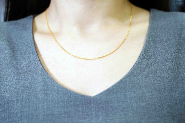 gold necklace on model buy gold malaysia